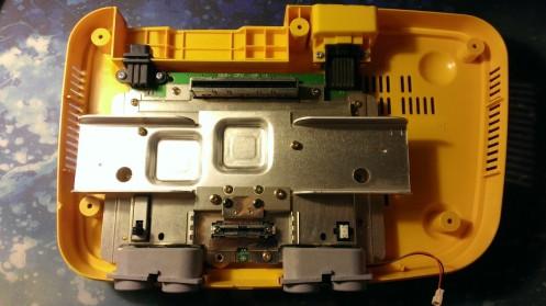 Nintendo 64 - Pikachu Edition Inside